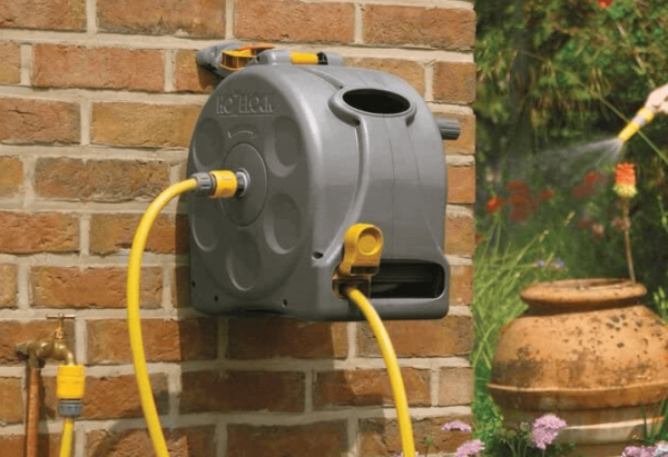 The benefits of fitting a wall mounted hose reel in your garden