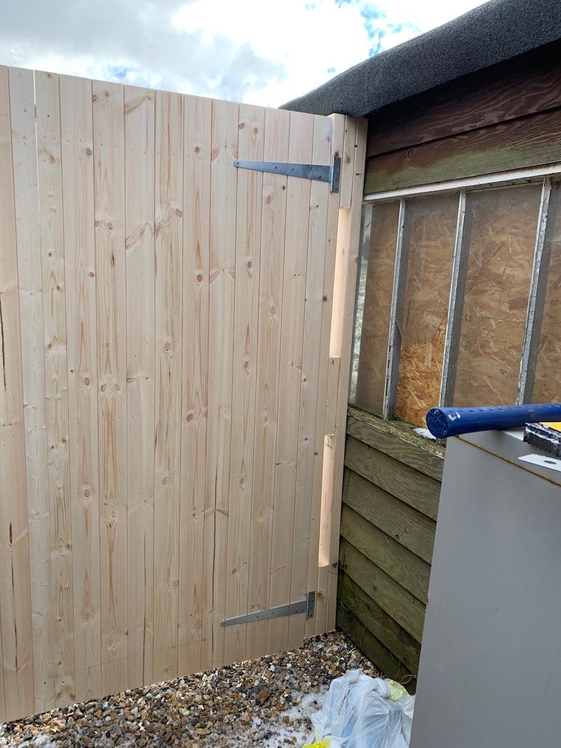 How to install a garden gate