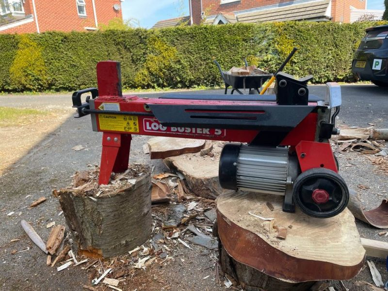 Comparing petrol, electric, and manual log splitters for wood splitting power
