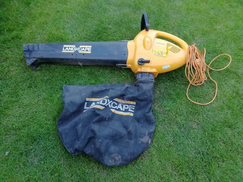 Comparing a leaf blower with a leaf blower vacuum when cleaning up your garden