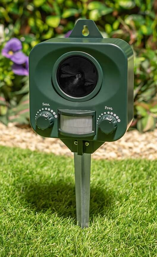 Pestbye® Waterproof Cat Repellent Ultrasonic Repeller Cat Scarer with Ground Stake